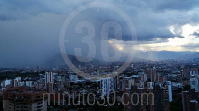 [Fotos y Video] Cayó granizo en algunos sectores de Medellín