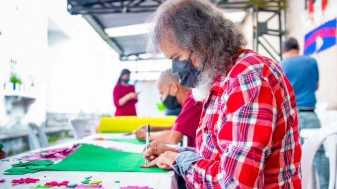 [Fotos] Habitantes de calle elaboraron silletas en la Feria de las Flores