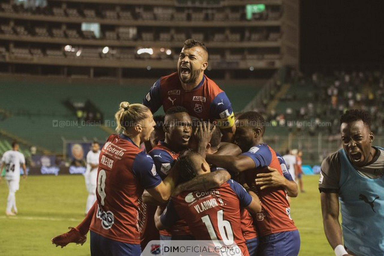 Independiente Medellin celebra goles ante Cali 4