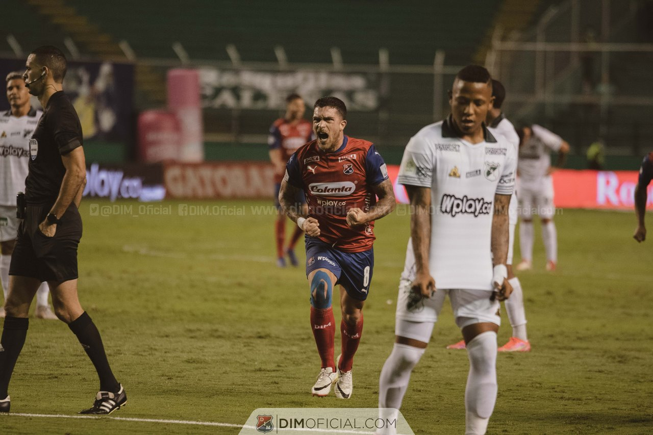 Independiente Medellin celebra goles ante Cali 5