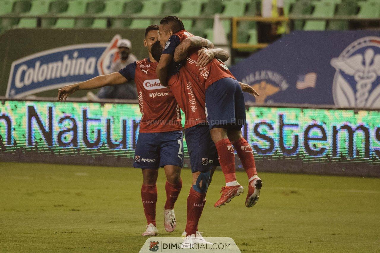 Independiente Medellin celebra goles ante Cali 7