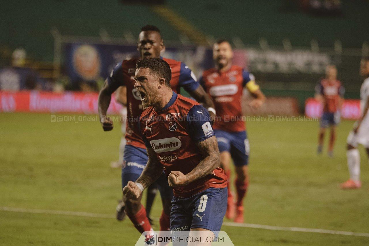 Independiente Medellin celebra goles ante Cali 8