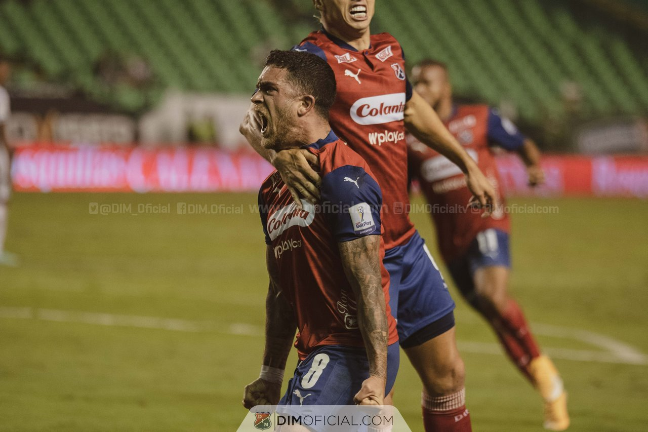 Independiente Medellin celebra goles ante Cali 9