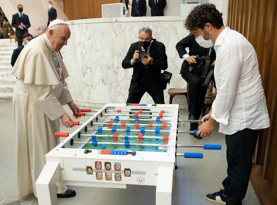 El Papa Francisco jugó un picadito' de 'futbolito'
