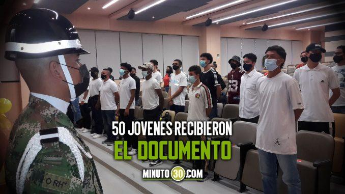 Les entregaron libretas militares gratuitas a jóvenes en Medellín