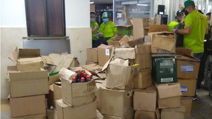 ¡Ojo con lo que consume! En el centro de Medellín hallaron más de mil botellas de licor falsificado