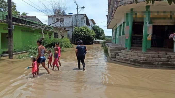 Dos ríos inundaron 17 barrios y 12 veredas de 3 corregimientos en Nechí, Antioquia