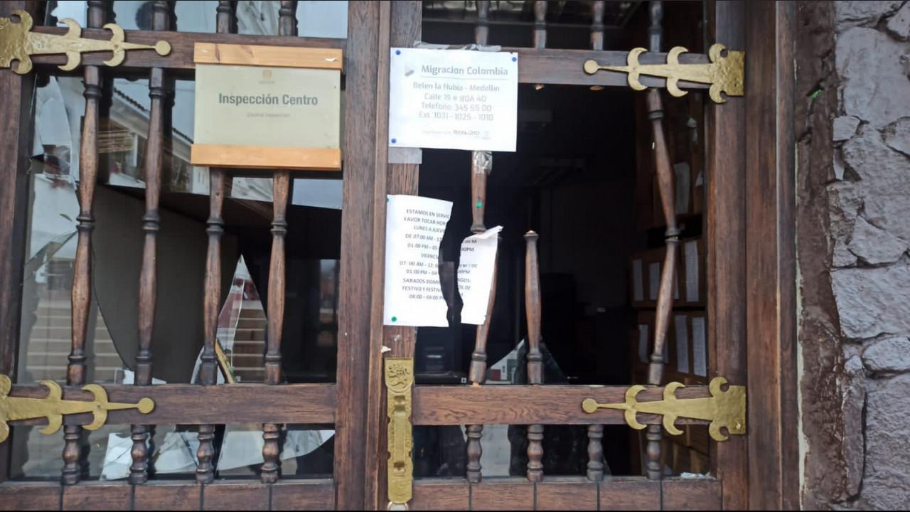 Casi tumban la puerta de la Alcaldía de Rionegro - Noticias de Colombia
