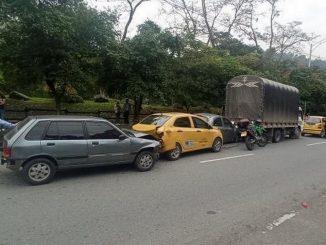 accidente cuatro carros por Los Colores 3 1