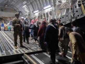 afganos salen de kabul Estados Unidos