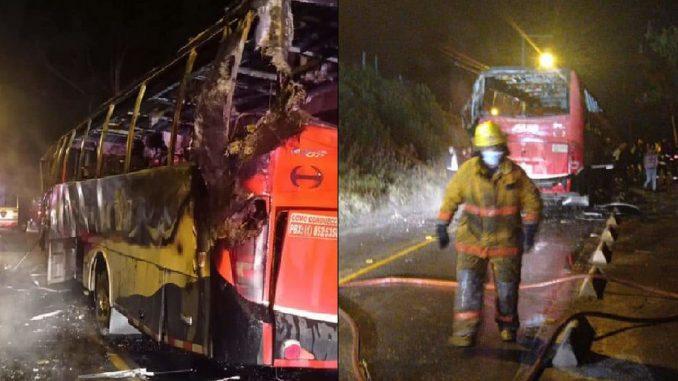 Bus quemado en vía de Cundinamarca