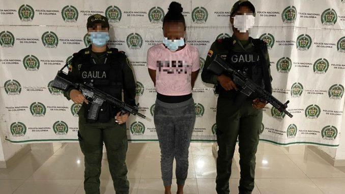 En pleno acto cogieron a alias 'Cuñada', presunta integrante de 'Los Mexicanos'