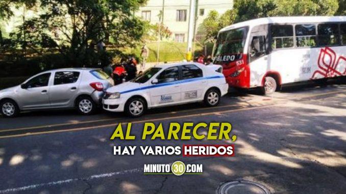 Fuerte accidente bajando del hospital Pablo Tobón Uribe