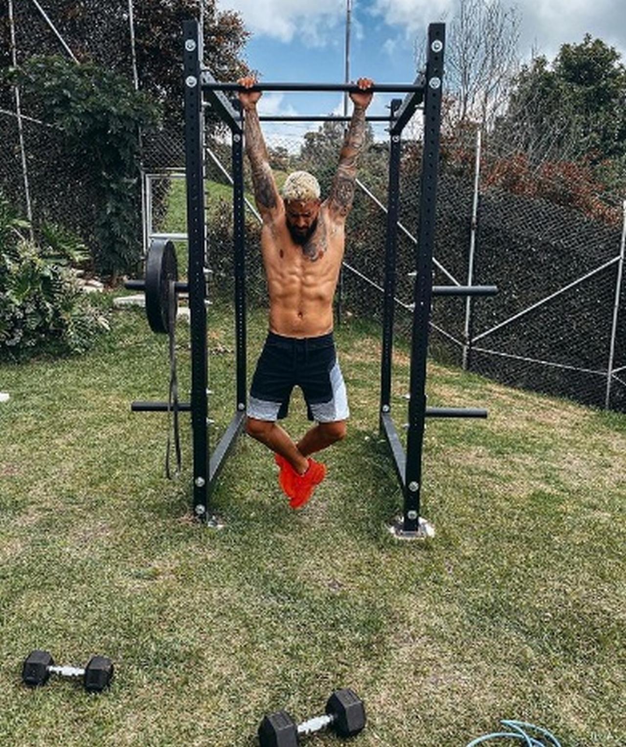 maluma haciendo ejercicio