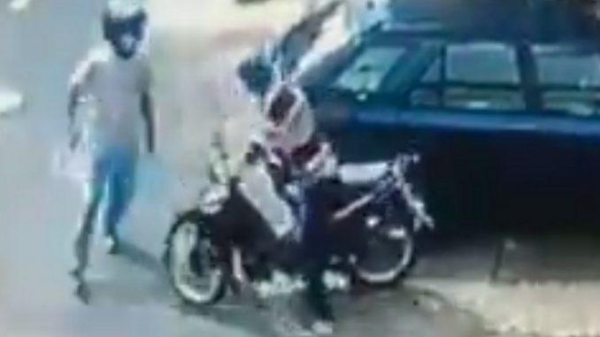 Casi se le roban la moto a un hombre en Pedregal
