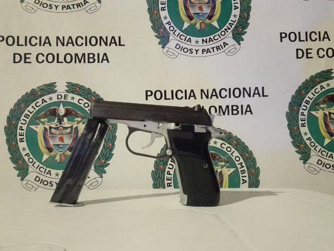 En El Bagre cogieron a un menor con una pistola CZ 83