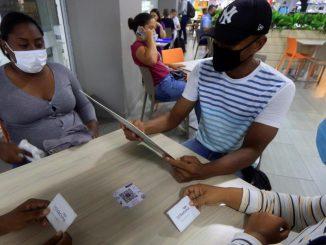 vacuna colombia centros comerciales