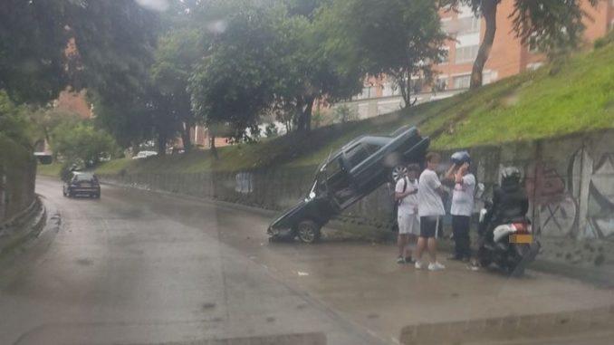 Conductor perdió el control del vehículo y chocó de frente con la Autopista