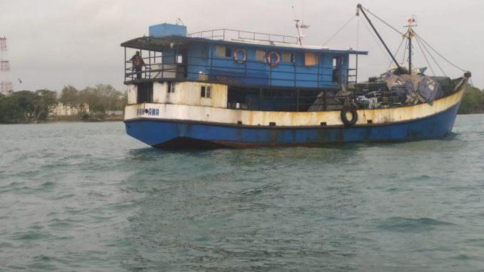 Incautaron un barco en el Golfo de Urabá utilizado para transportar cigarrillos de contrabando