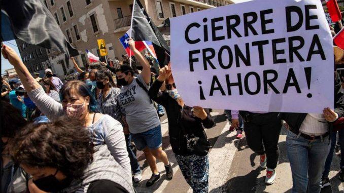 """""""¡No más ilegales!"""", protesta contra venezolanos en Chile"""