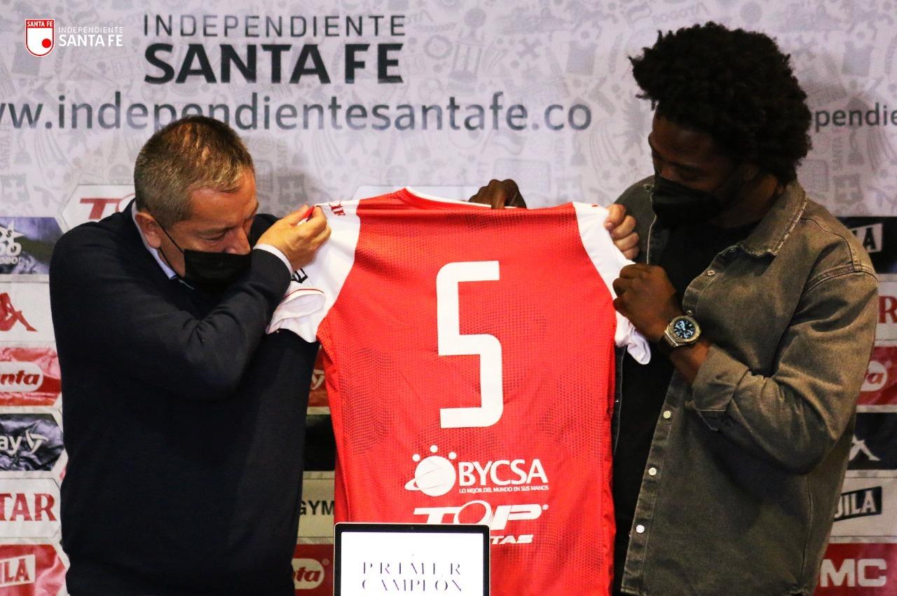 Independiente Santa Fe presento a Carlos Sanchez 3