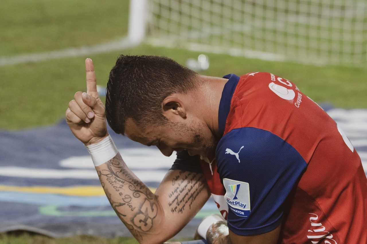 Leonardo Castro celebra gol con Independiente Medellin 15