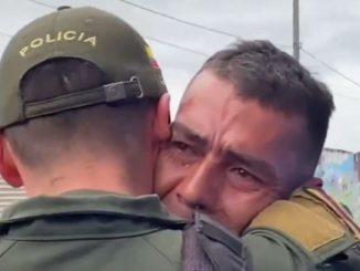 """""""Lo rescate del infierno"""", Policía que encontró a su hermano perdido por más de 20 años durante un patrullaje en Bogotá"""