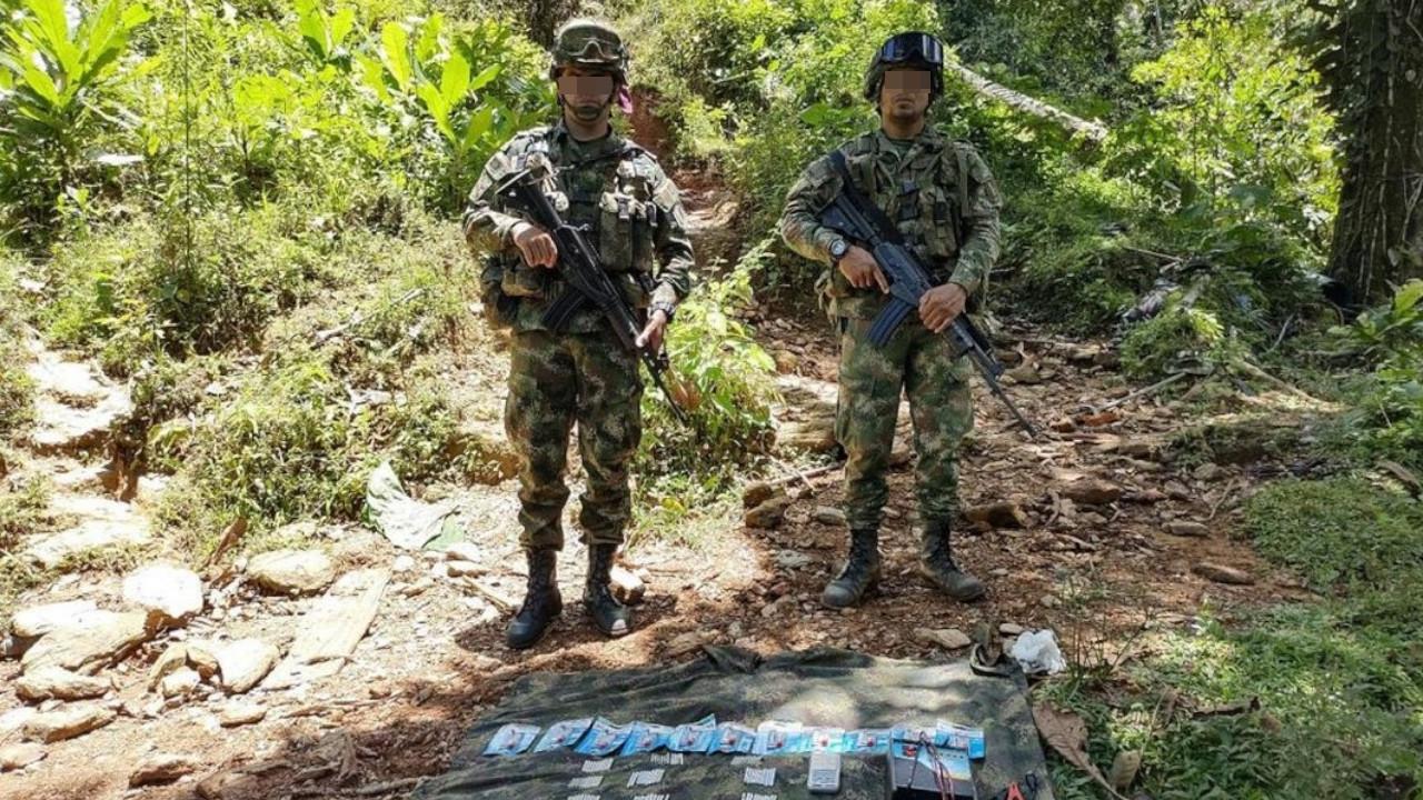 [Video] Soldados encontraron explosivos que serían del ELN en Tarazá, Antioquia - Noticias de Colombia