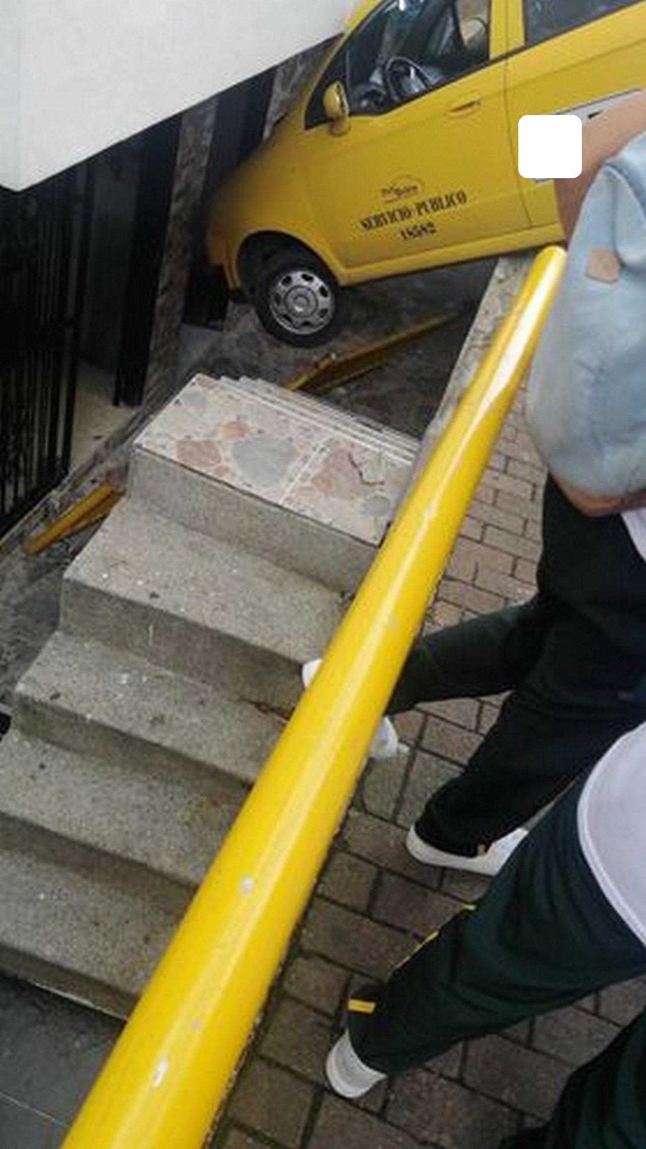Taxi accidente Santo Domingo 1