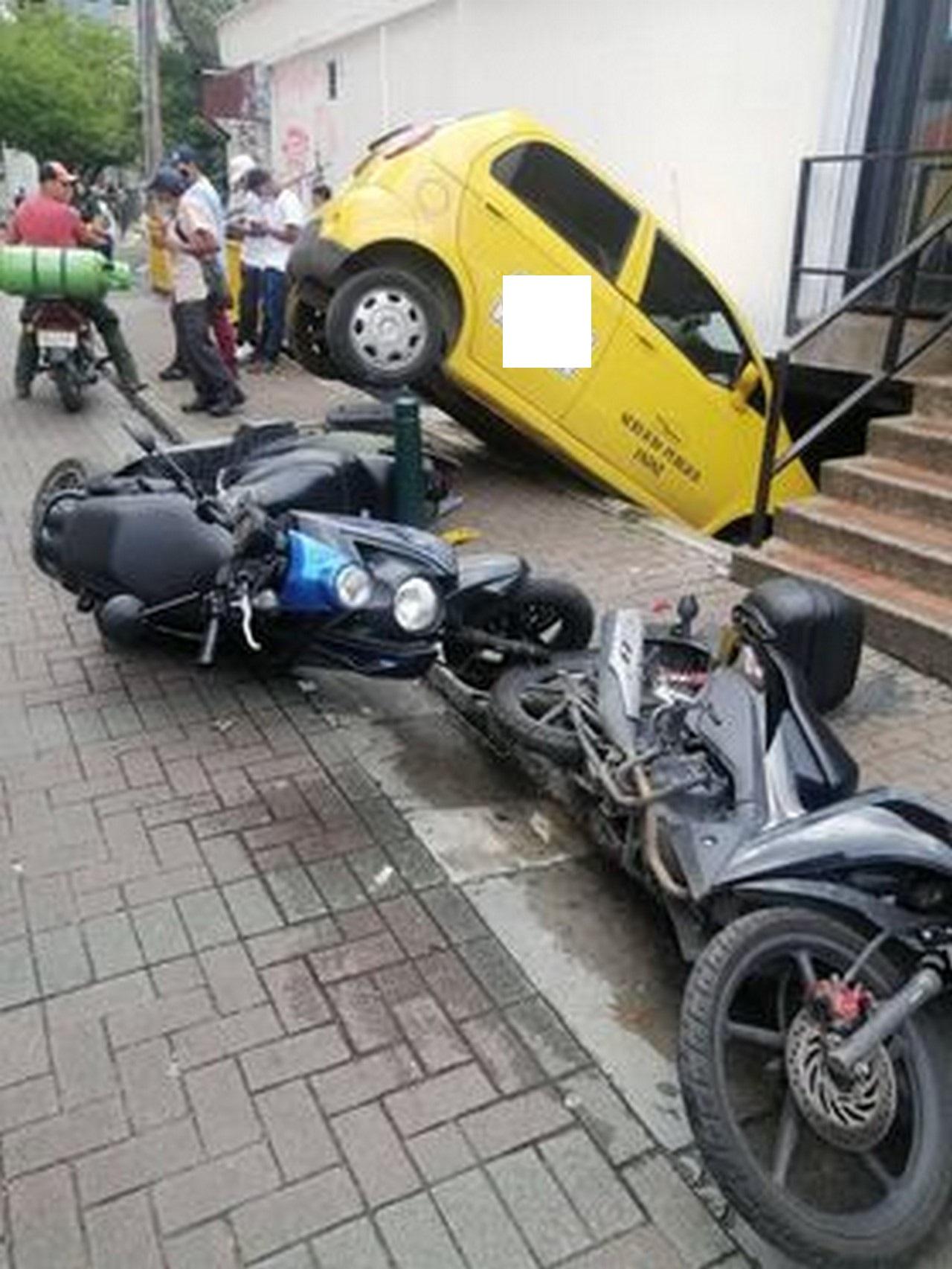 Taxi accidente Santo Domingo 5