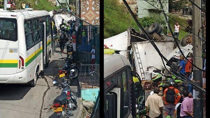 Un Camión se volcó en el barrio Caicedo