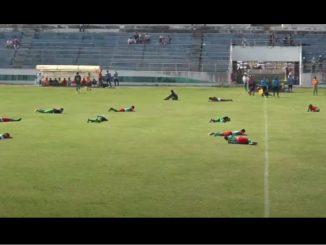 [Video]Futbolistas fueron atacados por abejas en pleno partido en Bolivia