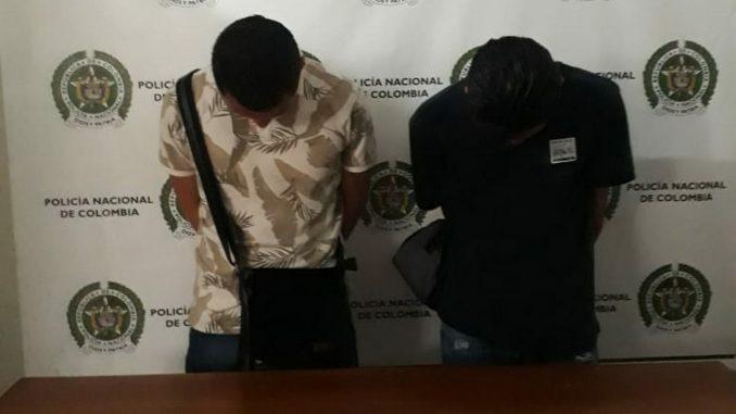 Capturados por hurtar un celular a conductor en Copacabana