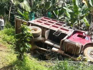 Carro de la basura se volcó en zona rural de Andes