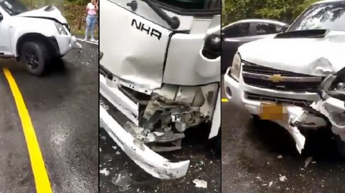 Dos carros se chocaron por el Salto del Tequendamita