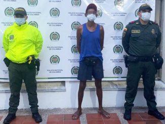 Este desgraciado fue encarcelado por agredir a sus papás, hasta les pegó con una silla en la cara