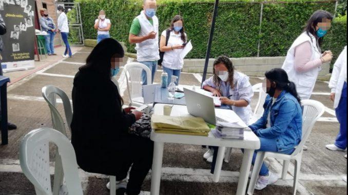 Familias de la comuna 13 de Medellín entregan muestras de ADN para continuar con la búsqueda de los desaparecidos