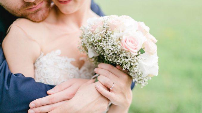 Fotógrafa borró las fotos de una boda porque no le dieron ni agua