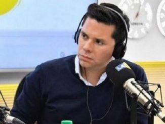 periodista Luis Carlos Velez