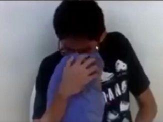 ¡Qué pena! Joven se empezó a tocar en medio de la clase virtual y se le olvidó apagar la cámara