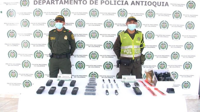 Encontraron sofisticados radios de comunicación en la vía Medellín - Urabá