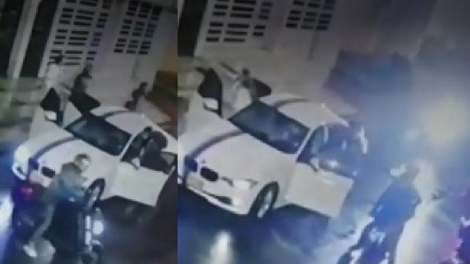 Al menos 10 ladrones robaron a una familia en su carro