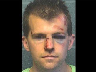 Golpeó fuertemente a un sacerdote cuando lo vio manoseando a su hijo