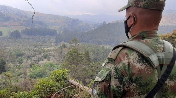 Soldados cayeron en campo minado, uno murió