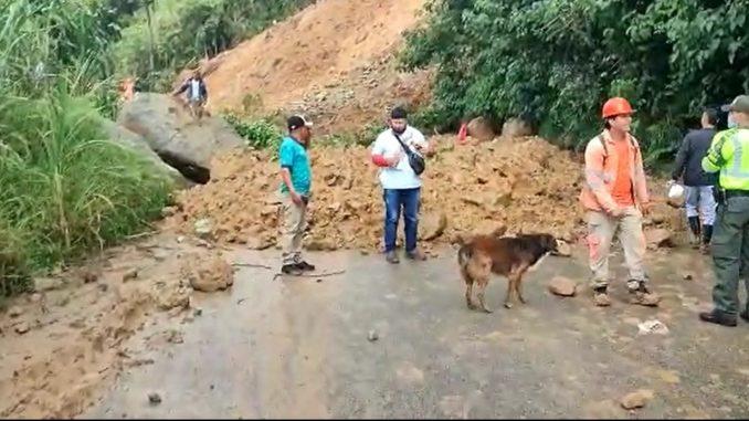 [Video] Reportan derrumbe en la vía Hatillo - Cisneros, hay cierre total