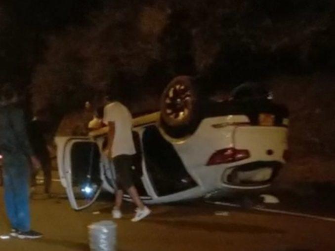 [Video] Varios vehículos chocaron en la vía Barbosa- Hatillo uno de ellos se volcó