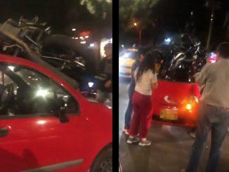 Una moto quedó encima de un carro tras un accidente en Laureles