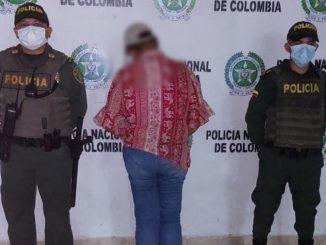 Esta señora habría cacheteado a un Policía durante una manifestación y la capturaron