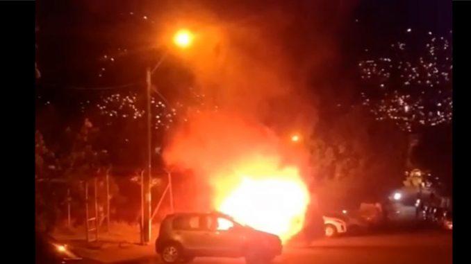 [Video] En el barrio Quinta Linda se incendia un carro