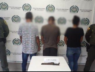 Estos tres atacaron a machetazos a un conductor de un tractocamión por robarlo